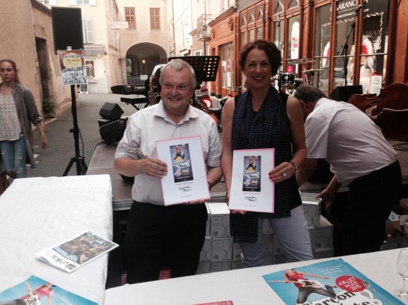 Signature de la charte GLN Henri Boniau, Maire de Cluny et Valérie Thomas, Directrice de l'Office du Tourisme de l'Auxerrois